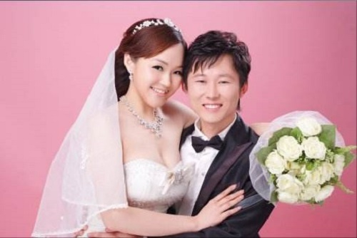Wo Men Jie Hun Le 我们结婚了 We Got Married Lyrics 歌詞 With Pinyin By Ye Wen Hui 叶文辉 Barry Yip Fan Xuan Wei 范萱蔚 Percy Fan