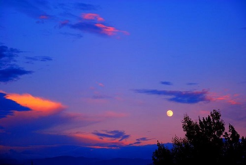 Cai Yun Zhui Yue 彩云追月 Colorful Clouds Chasing The Moon Lyrics 歌詞 With Pinyin By Gong Yue 龚玥