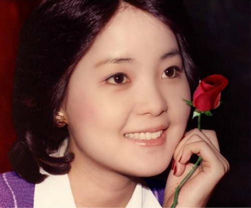 Ji Mo De Zhou Mo 寂寞的周末 Lonely Weekend Lyrics 歌詞 With Pinyin By Deng Li Jun 邓丽君 Teresa Teng