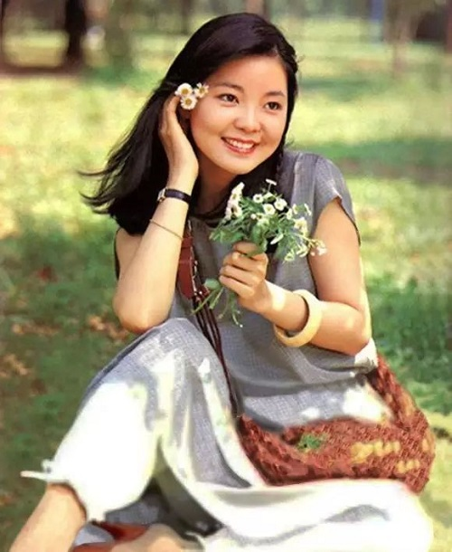 Ku Hai Nv Shen Long 苦海女神龙 Oliver Female Dragon Lyrics 歌詞 With Pinyin By Deng Li Jun 邓丽君 Teresa Teng