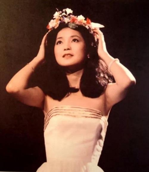 Tian Mi De Xiao Yu 甜蜜的小雨 Sweet Drizzle Lyrics 歌詞 With Pinyin By Deng Li Jun 邓丽君 Teresa Teng