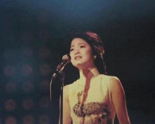 Wo Dao Hai Bian Song Xi Yang 我到海边送夕阳 Lyrics 歌詞 With Pinyin By Deng Li Jun 邓丽君 Teresa Teng
