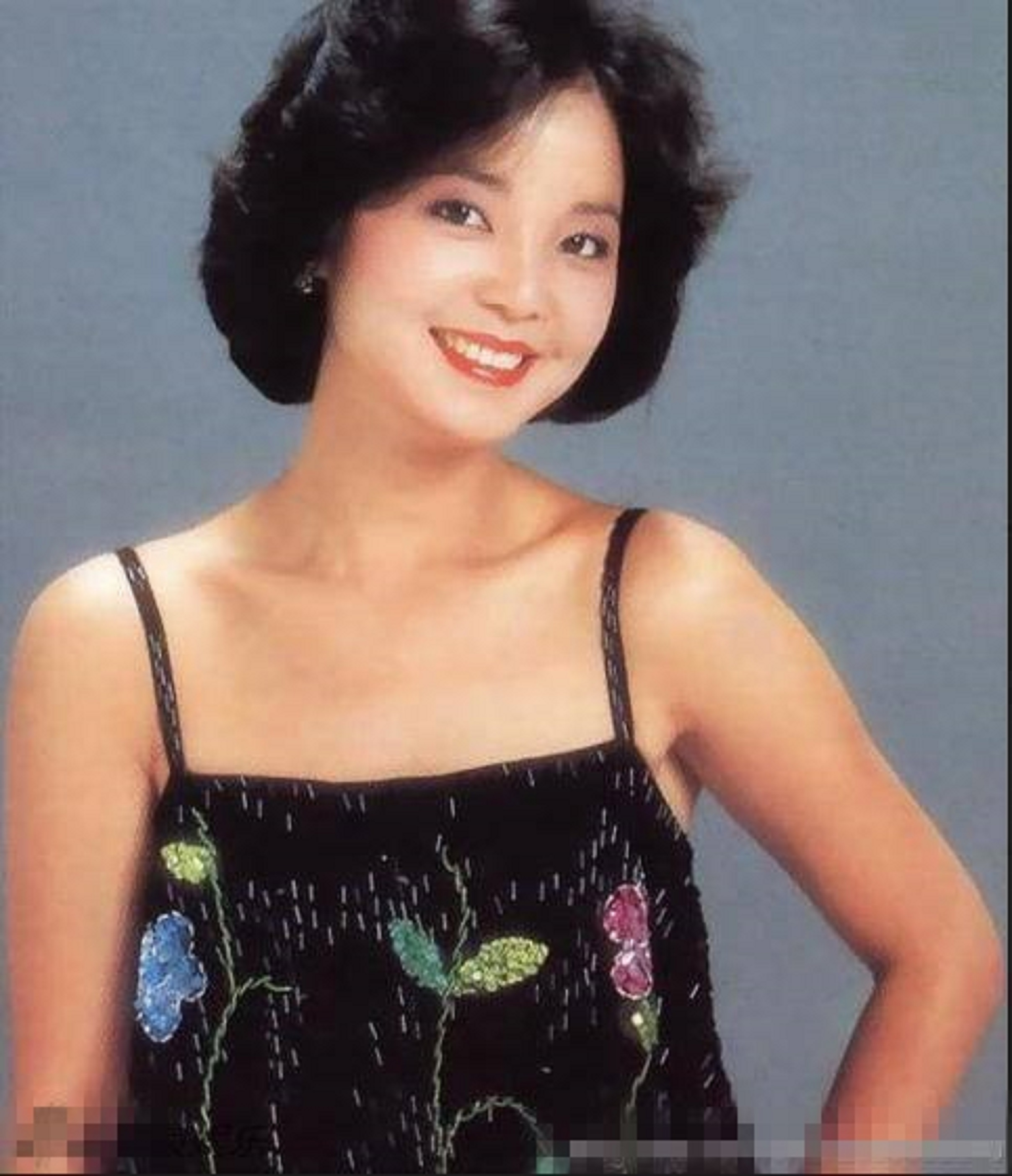 Qing Ren Yi Xiao 情人一笑 A Lover's Smile 歌詞 With Pinyin By Deng Li Jun 邓丽君 Teresa Teng